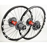Paire de roues VTT basée sur les moyeux DT Swiss 240 EXP IS par WHEELPROJECT